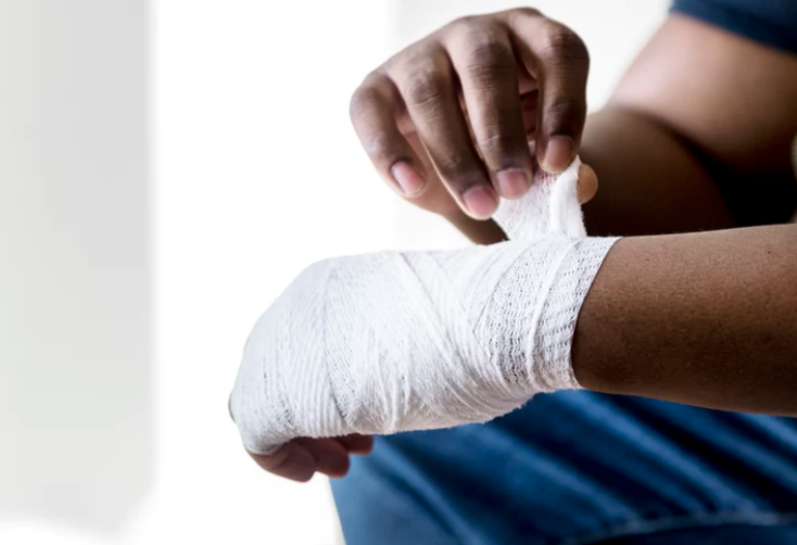 Do's of How to Stop Bleeding Do apply a bandage, after you have put gloves on. The bandage will absorb any excess blood and provide a clean surface for the wound to clot on. Next, apply pressure with your hand directly over the wound.